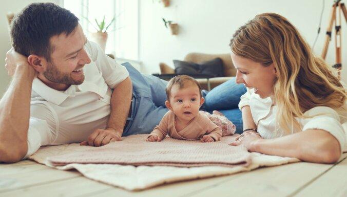 Vecāki pavada laiku kopā ar bēnru